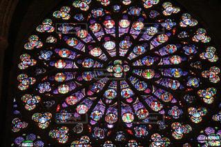 ノートルダム大聖堂の美しいステンドグラスの写真・画像素材[1520037]