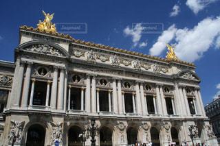 青空に映えるパリ・オペラ座ガルニエの写真・画像素材[1592707]