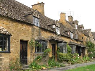 コッツウォルズの最古の石造りの家並みカッスル村の写真・画像素材[1636613]
