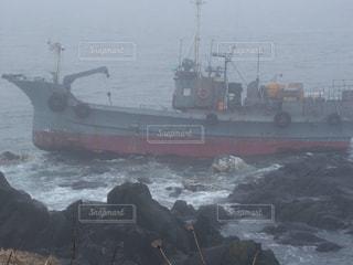 納沙布岬の雨と荒波の中の難破船の写真・画像素材[1740187]