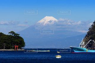 富士山と穏やかな海の写真・画像素材[1808322]