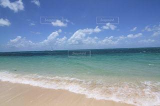 美しいグレートバリアリーフのエメラルドグリーンの海の写真・画像素材[2080023]