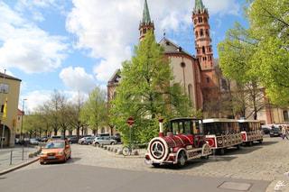ドイツヴュルツブルクの緑豊かな可愛い街並みの写真・画像素材[2329496]