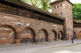ドイツの歴史を感じるニュルンベルクの趣き深い城壁の写真・画像素材[2334855]