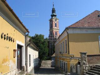 青空とハンガリーセンテンドレの古い芸術の町の写真・画像素材[2368639]