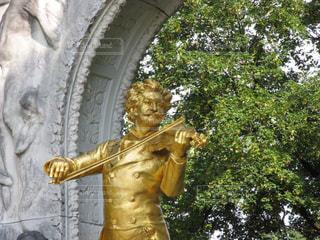 ウィーンのヨハンシュトラウス記念像の写真・画像素材[2372329]