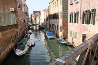 風情あるヴェネツィア運河の写真・画像素材[2392297]