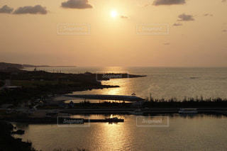 宮古島の美しい朝焼けの写真・画像素材[2410783]