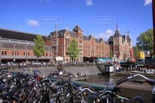 青空とアムステルダム駅の写真・画像素材[3547108]