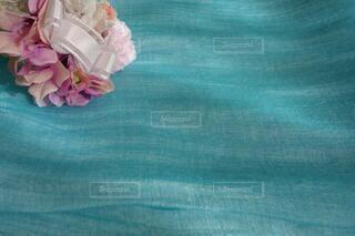 ブリザードフラワーと春色スカーフの写真・画像素材[4207807]
