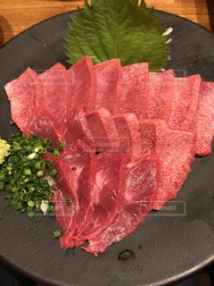 牛タンの刺身の写真・画像素材[1568792]
