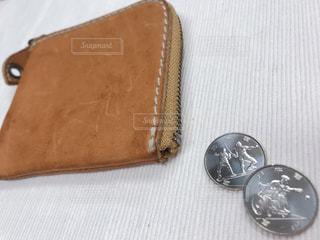 東京オリンピック記念コインと財布の写真・画像素材[1647879]