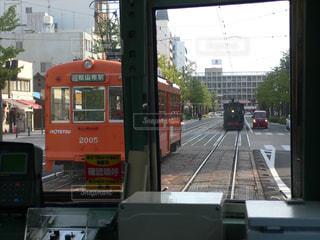 市内電車と坊ちゃん列車の写真・画像素材[1554233]