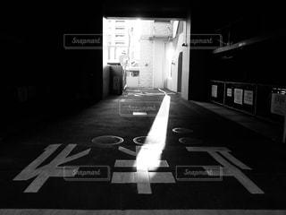 屋内駐車場の写真・画像素材[2129464]