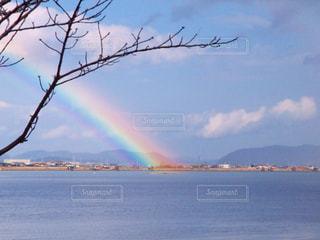 海上の虹の写真・画像素材[2232402]