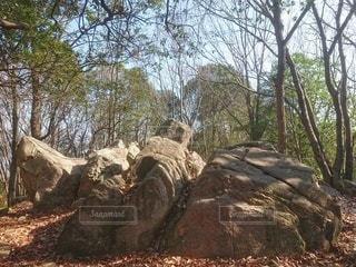 大きな岩のある風景の写真・画像素材[2918665]