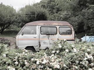 物置として今も役だっている廃車の写真・画像素材[3396212]