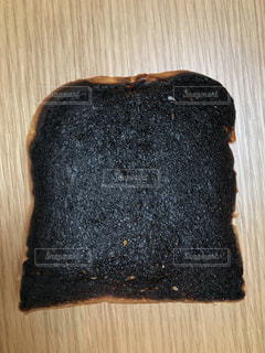 焦げたパンの写真・画像素材[1469061]