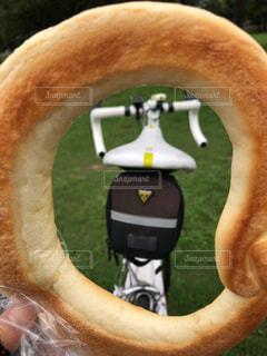 パンの中のロードバイクの写真・画像素材[1494160]