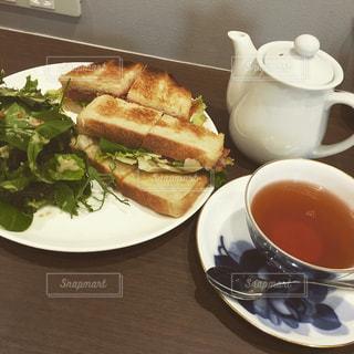 サンドイッチと紅茶の写真・画像素材[1471950]