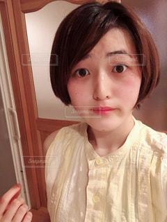 selfie を撮る女性の写真・画像素材[1473965]