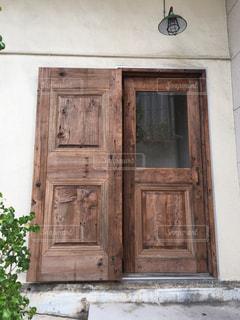 木製のドアの写真・画像素材[1516596]