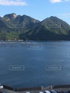 背景の山と水体の写真・画像素材[1505678]
