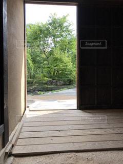 古民家から眺める中庭の写真・画像素材[1470167]