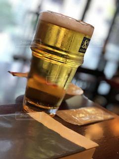 ビールと読書。至福の時。の写真・画像素材[1623269]