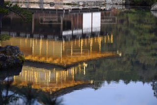 水面の金閣寺の写真・画像素材[1478036]