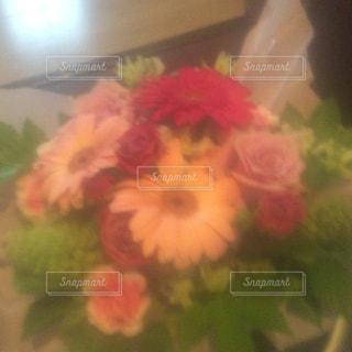 花のプレゼントの写真・画像素材[1470492]