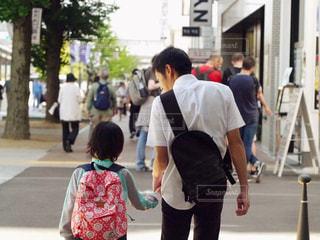 通りを歩く人々 のグループの写真・画像素材[1470688]