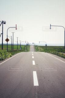 海へと続く道。やばねのある風景の写真・画像素材[1597237]