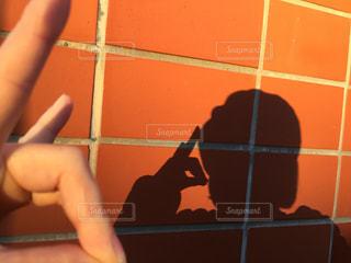 近くの女性のアップの写真・画像素材[1637205]