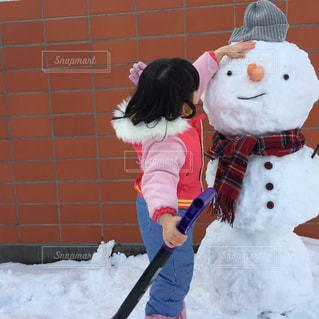 雪だるまと女の子の写真・画像素材[1714785]