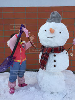 雪だるまと女の子の写真・画像素材[1714787]