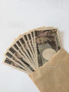 封筒とお札の写真・画像素材[1802746]