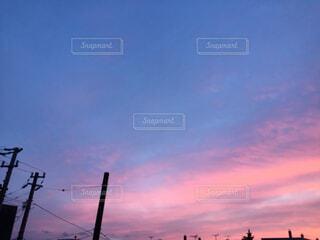 都会に沈む夕日の写真・画像素材[2204289]