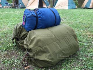 キャンプ準備。寝袋。の写真・画像素材[2255838]
