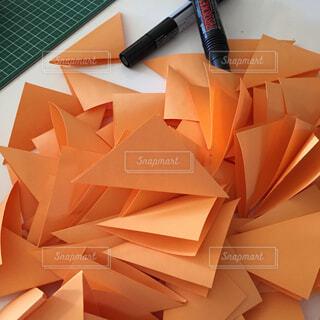 テーブルの上の三角くじの写真・画像素材[2434525]