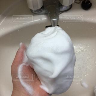 泡 洗面台 手の写真・画像素材[3156811]