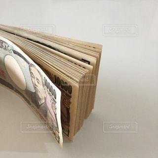 お金 一万円札の写真・画像素材[3333492]