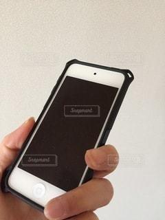 携帯電話を持つ手の写真・画像素材[3334238]