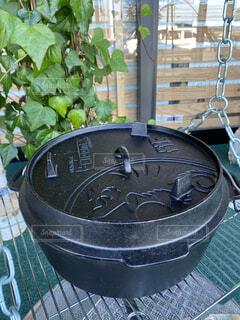 テーブルの上に座っている鍋の写真・画像素材[3778917]