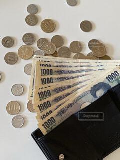 財布とお金の写真・画像素材[3824606]