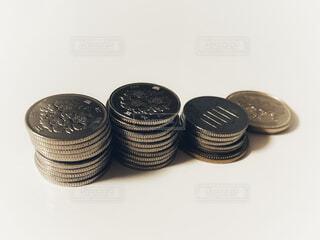 積み重ねた100円硬貨の写真・画像素材[3899080]