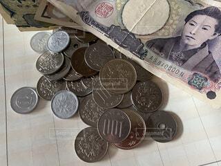 家計簿の上のお金の写真・画像素材[3979159]
