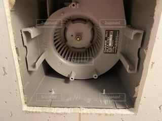 古いアパートの換気扇の写真・画像素材[3996655]