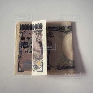 一万円札で一億円の写真・画像素材[4167231]