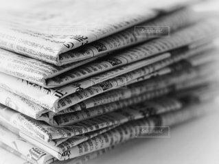 重なった新聞紙の写真・画像素材[4173124]